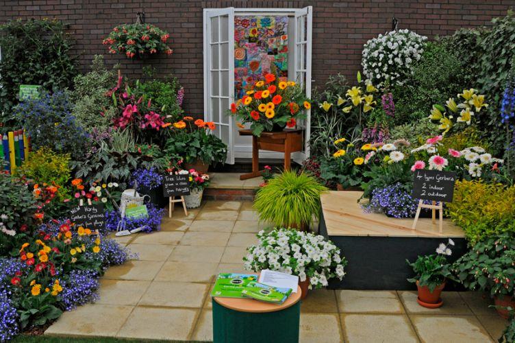 Partindo do pressuposto que as paisagens urbanas oferecem poucas plantas e flores, o projeto