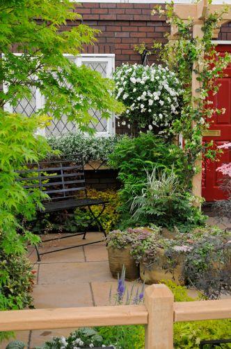 Val Christman criou um jardim baseado nas plantas, técnicas e composições que a empresa James Pulham & Sons utilizou em 1913. Na época, a Pulham era uma iminente criadora de belos jardins. O projeto venceu uma medalha de bronze na categoria