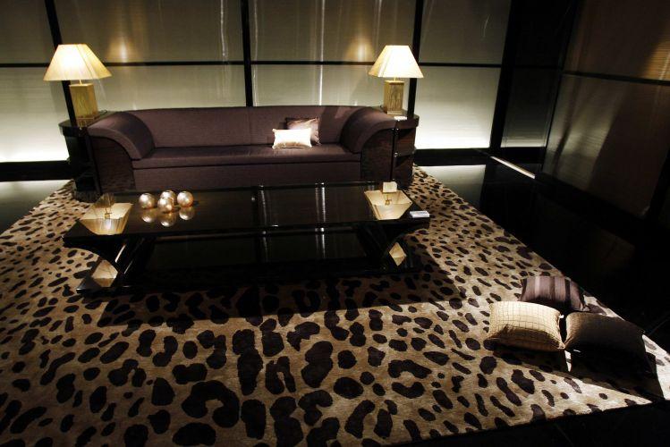 10a87e9ed A linha Armani Casa apresentou nova coleção de móveis e acessórios em sua  loja em Milão Reuters Mais