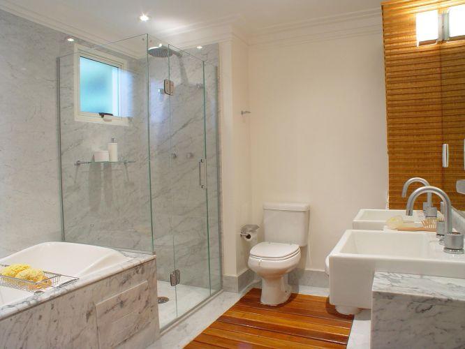 Banheiros Projetos que vão muito além do chuveiro  Casa e Decoração  UOL M -> Banheiro Pequeno Com Hidro E Chuveiro