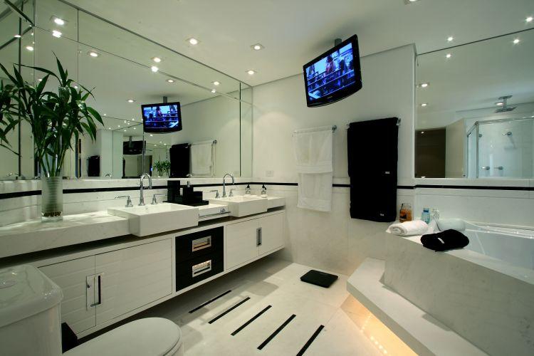 Inspirese em 27 projetos para banheiros de sonho  Casa e Decoração  UOL Mu -> Banheiro Com Banheira E Televisao