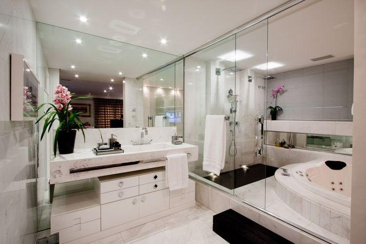 Inspirese em 27 projetos para banheiros de sonho  Casa e Decoração  UOL Mu -> Arquitetura De Banheiro Com Banheira