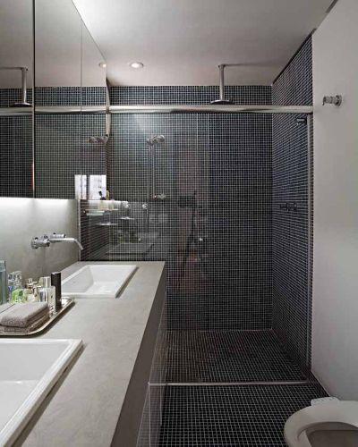 Banheiros projetos que não utilizam azulejos em todo o revestimento  Casa e -> Banheiros Com Pastilhas Escuras