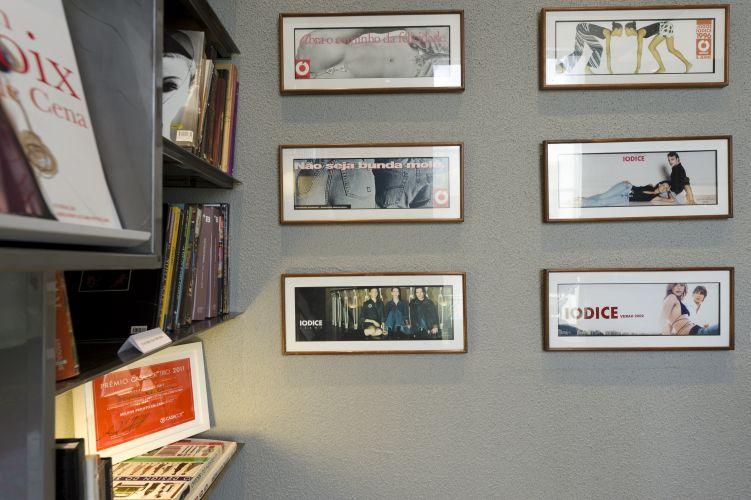 CASA OFFICE: Escritório de Valdemar Iódice assinado pela arquiteta Moema Wertheimer. Inspirado em um loft nova-iorquino e na personalidade do estilista e empresário. O espaço foi escolhido como melhor projeto de escritório da Casa Cor Trio, 2011 A exposição reúne três mostras sobre os temas