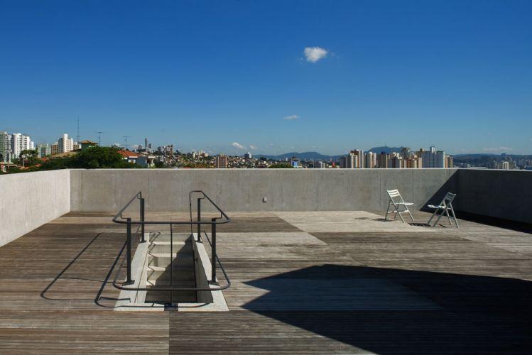 terraco jardim detalhe:Casa Vila Romana, de MMBB Arquitetos, em São Paulo. O pátio na