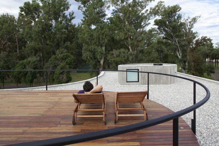terraco jardim detalhe:Deck e vista do terraço na cobertura da Casa View, em Rosário
