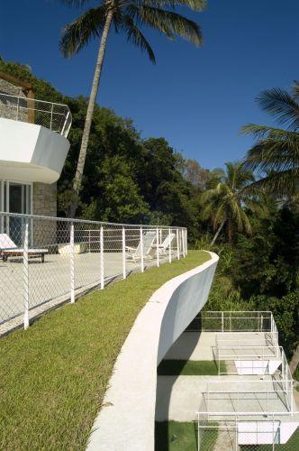terraco jardim detalhe:Detalhe do terraço-jardim do segundo nível, com pavimento em cimento