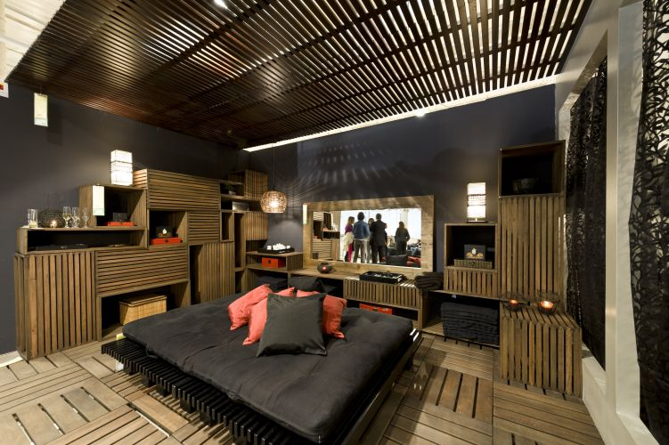 Quarto do Loft Black Tie, criado por Maurcio Queiroz para a mostra Decora Etna, em So Paulo. Com quatro lofts e 22 ambientes decorados, a mostra fica em cartaz de 1 de junho a 1 de setembro