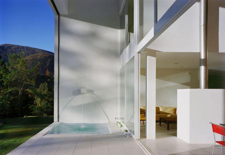 A varanda com spa integra os espaços