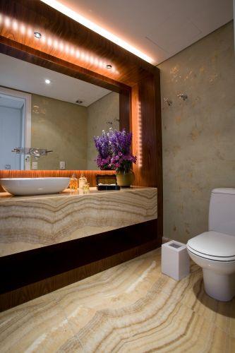 uol decoracao lavabo:Lavabo de 3,57 m² com piso ônix arco-íris, o mesmo revestimento