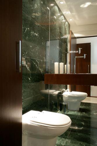 uol decoracao lavabo:Deborah Roig fez o projeto deste lavabo com bancada de madeir. O