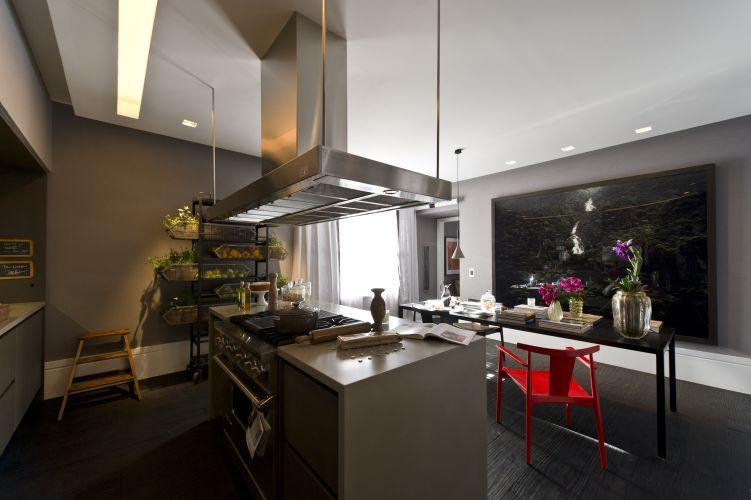 Na cozinha pensada por Dado Castello Branco, há lugar para uma pequena