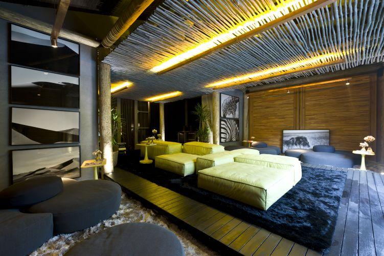 A varanda com 80 m² foi criada por David Bastos para a 1ª Hyundai Mostra Black, em São Paulo. A exposição tem lugar em um casarão construído na década de 1940, na rua Groelândia, 448. O evento está aberto à visitação de 22 de junho a 17 de julho de 2011