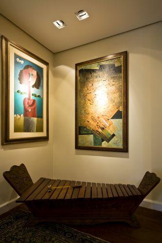 Para receber as obras, o espaço da galeria ganhou uma iluminação especial para destacá-las
