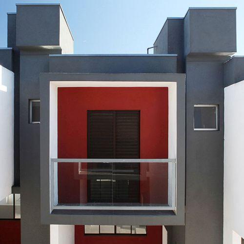 O partido adotado por Vital para esse projeto foi a simplicidade. O arquiteto fez uso da tecnologia do bloco estrutural, o que gerou, segundo ele, uma economia de aproximadamente 30% em relação à alvenaria convencional, sistema que exigiria a execução da estrutura de pilares e vigas