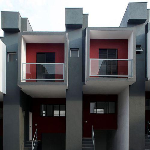 As casas do conjunto são geminadas e os primeiros estudos para essa construção foram iniciados em fevereiro de 2007. Três meses depois, o projeto executivo estava pronto e, assim, em poucos dias, a obra foi inciada