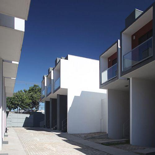 Os ambientes de cada casa foram pensados para dar conforto e mobilidade aos moradores; embora a construção seja de baixo custo, a ergonomia não foi abandonada