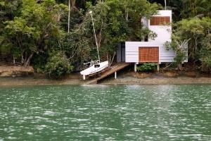 Casa econômica serve como garagem de barco e refúgio de final de semana - Pedro Vannucchi/Divulgação