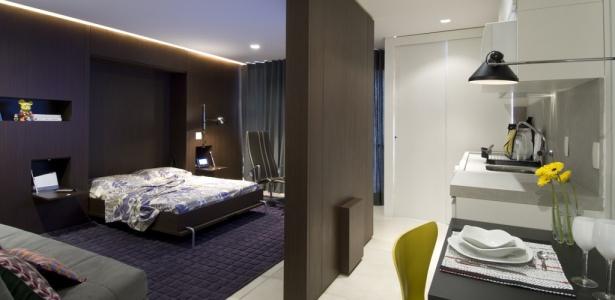 decorar kitnet homem:Sala de estar e quarto se alternam em apartamento de apenas 50 m²