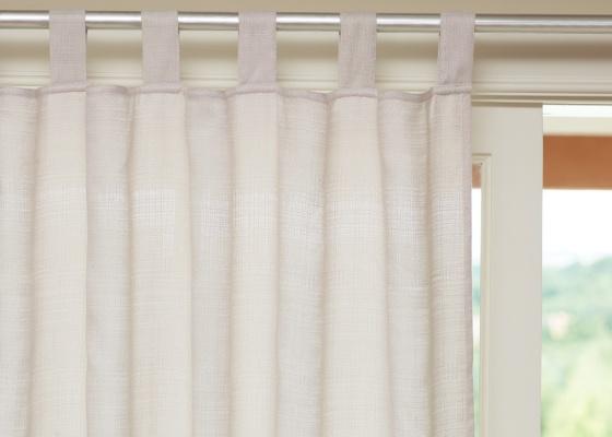 Se voc� tem d�vidas quanto � cor de suas cortinas, use branco. Combina com qualquer ambiente e qualquer cor de parede. E pode ser linho, algod�o ou tecido sint�tico