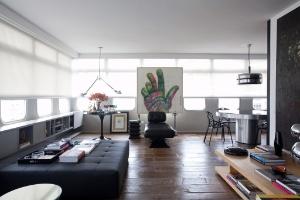 Sobriedade dos acabamentos destaca coleção de arte e peças de design - Fran Parente