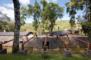 Com 180 m², casa de campo combina materiais naturais e industrializados - Gui Morelli / Divulgação
