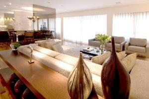 Apartamento de 140 m² tem ambientação chique e acolhedora - Salvatore Bussaca / Divulgação