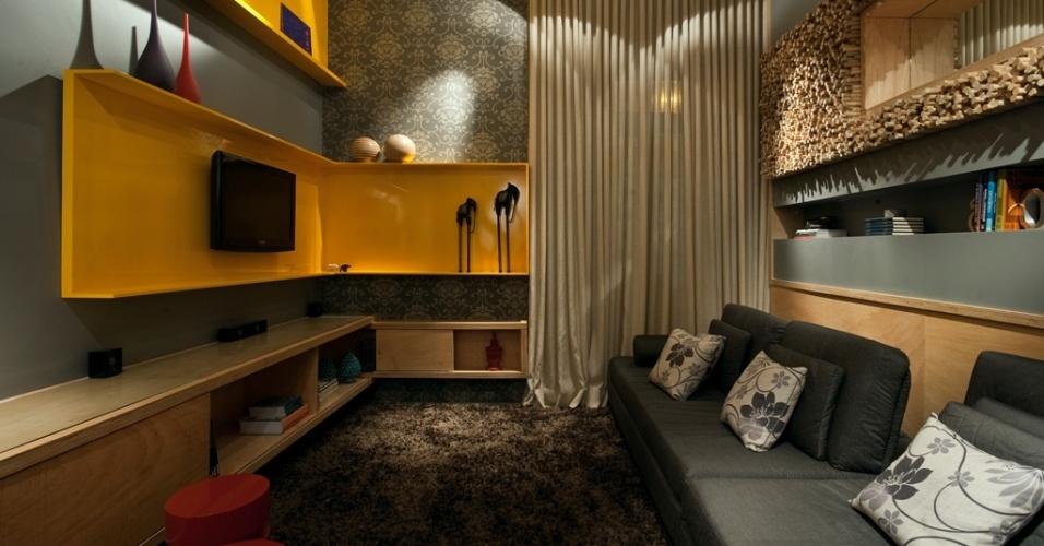 Sala de TV projetada por  Paola Corteletti e Natalia Botelho assinam o projeto para a Morar Mais por Menos BH 2010
