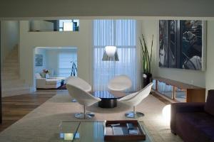Apartamento de 250 m² é decorado na medida para executivo trabalhar em casa - Divulgação