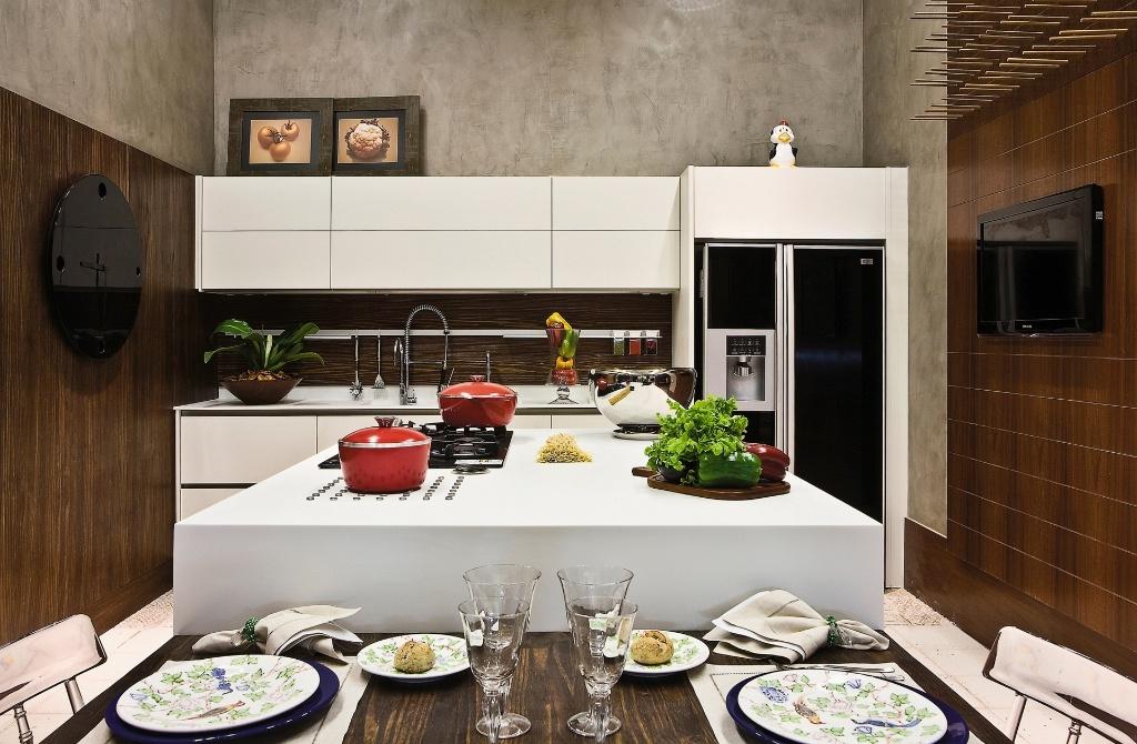 Luiz Carlos Maranhão Antunes criou a Cozinha, idealizada para um homem que gosta de cozinhar. Em 35 m², foram usados, principalmente, móveis da Ornare