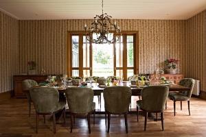 Casa de 1.000 m² em Campos do Jordão tem decoração aconchegante - Gui Morelli/Divulgação