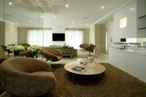 Projeto de decoração uniformiza apartamentos unidos em planta, formando imóvel de 325 m² - Martin Szmick / Divulgação