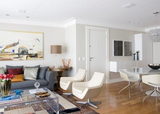 Porta de abrir foi a escolha da arquiteta Marília Veiga para o projeto desse apartamento