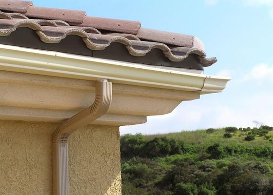 """Procure verificar antes do final de cada ano se as telhas parecem estar no lugar e se o telhado não apresenta qualquer """"ondulação"""", pois isso pode ser sinal de madeiramento cedendo"""