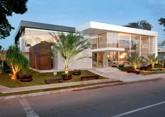 Fachada da Casa Cor Goiás, edição de 15 anos, projetada pelos arquitetos Djan Oliveira e Eliseu Bueno