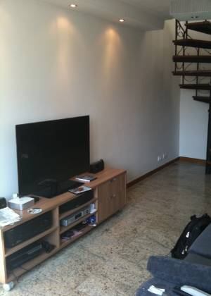 Marcel Steiner sugere que o rack atual seja trocado maior, que ocupe toda a extensão da parede
