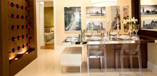 decoracao de interiores salas de apartamentos:sala-de-jantar-e-adega-de-apartamento-na-zona-sul-de-sao-paulo-com