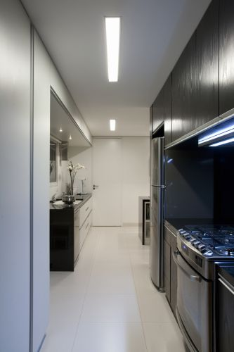 A área usada pela cozinheira fica reservada