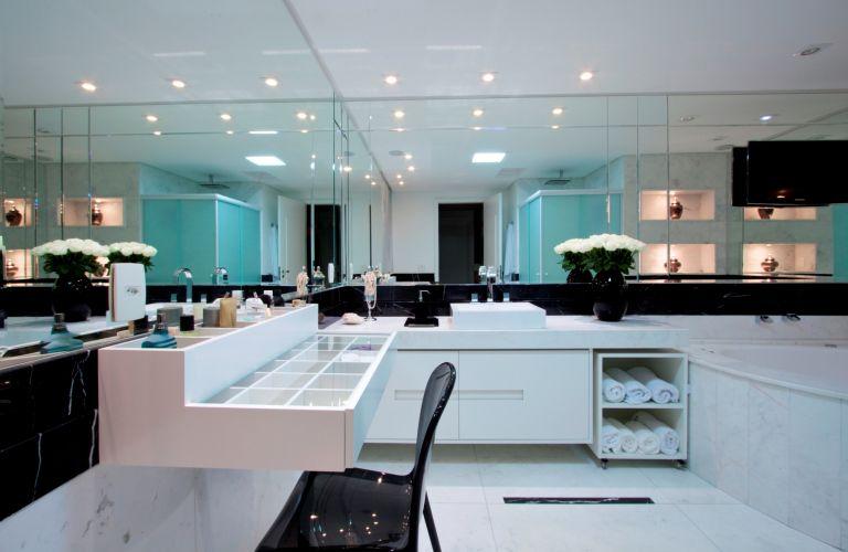 Inspirese em 27 projetos para banheiros de sonho  Casa e Decoração  UOL Mu -> Banheiros Modernos Grandes