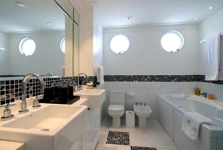 Inspirese em 27 projetos para banheiros de sonho  Casa e Decoração  UOL Mu -> Banheiros Decorados Atuais