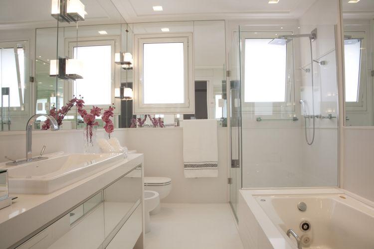 Inspirese em 27 projetos para banheiros de sonho  Casa e Decoração  UOL Mu -> Banheiro Simples Feminino