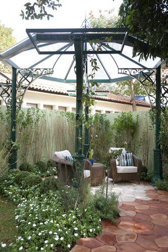 Jardim dos Encontros, pensado por Marisa Lima. O espaço é feminino, romântico e presta uma homenagem à Olga Krell, curadora da mostra. A Casa Cor SP fica aberta até dia 17 de julho de 2011, no Jockey Club de São Paulo