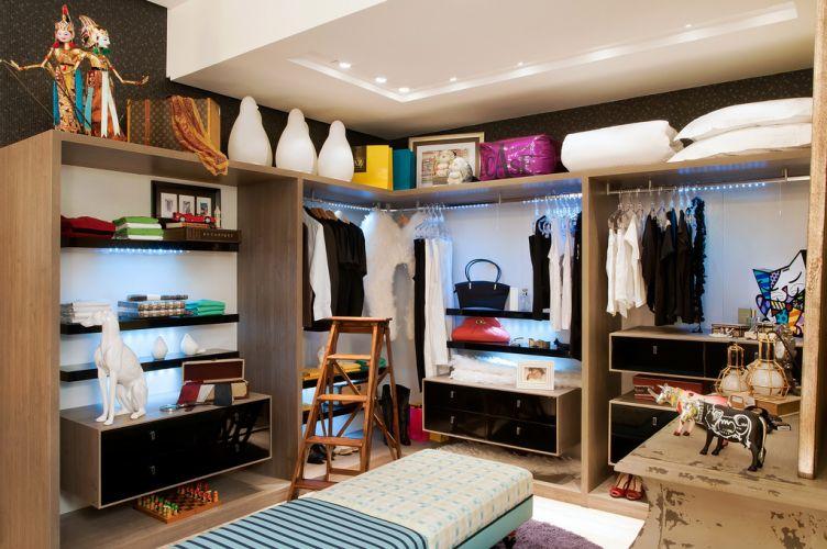 Os arquitetos Ozair Riazo e Vanessa Garcia projetaram o closet master, de 14 m², para a 15ª Casa Cor Goiás, em Goiânia. A mostra fica em cartaz de 13 de maio a 21 de junho na Avenida T-2, nº 299, no Setor Bueno da capital do estado