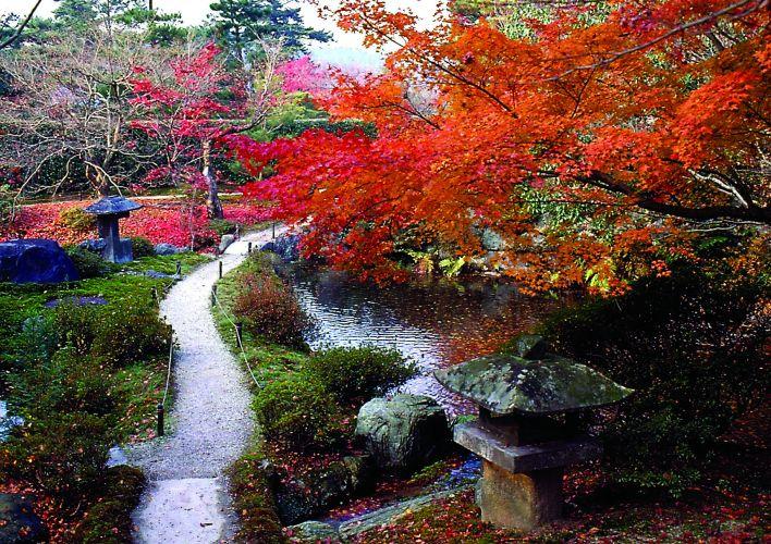 A história, os tipos e as técnicas milenares dos jardins japoneses estão descritos no livro recém-lançado