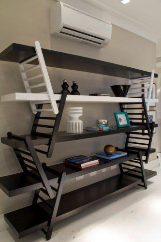 A estante Equilibri (design de Marco Colombo e Stefano Alberti) da Brinna possibilita inúmeras composições de acordo com a necessidade de uso