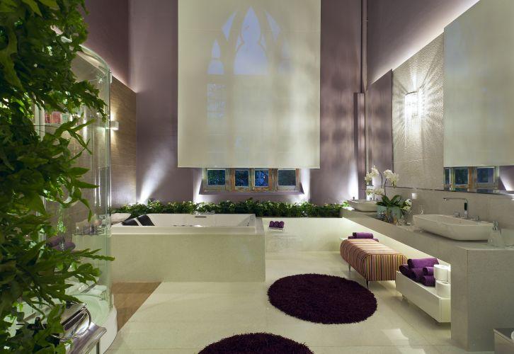 Sala de banho de Ana Paula Linces e Débora Mendes, que utilizaram o porcelanato Ecodiversa, da Portobello, e