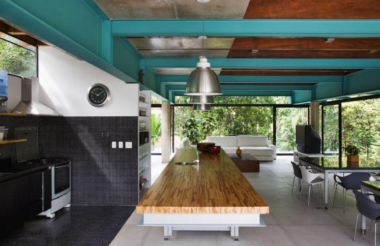 Nelson kon uol for Living room ideas trackid sp 006