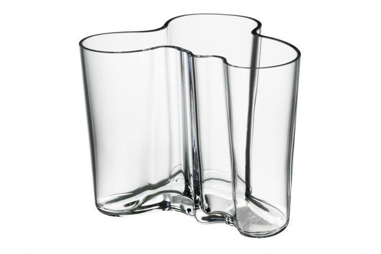 Vasos e bowls de vidro e design orgânico assinados pelo arquiteto finlandês Alvar Aalto na década de 1930. Inicialmente moldado em formas de madeira, as peças são atualmente fabricadas pela iittala e estão à venda na Escandinavia Designs em diversos tamanhos e cores. Preço: R$ 79 (a partir de)www.scandinavia-designs.comPreços consultados em abril de 2011 e sujeitos a alterações