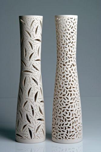 A artista plástica e ceramista alemã Svenja Kalteich produz os vasos da linha