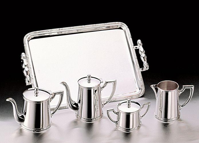 Aparelho para chá e café com cinco peças da Wolff para Universal Presentes. O conjunto é de prata. Preço: R$ 2.135,98www.rojemac.com.brPreços consultados em abril de 2011 e sujeitos a alterações